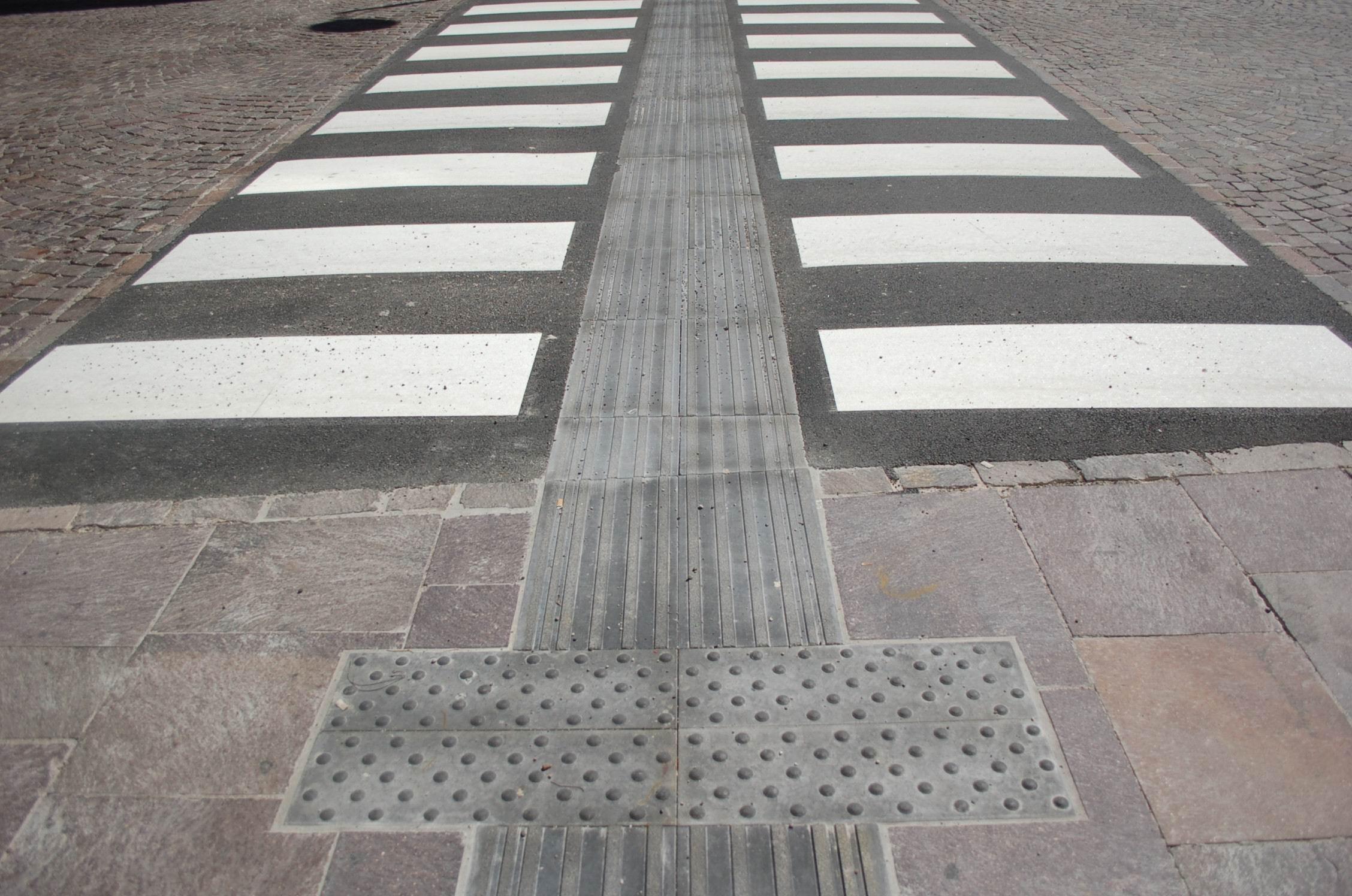 Pavimento per non vedenti trix betonella ravenna un pavimento in